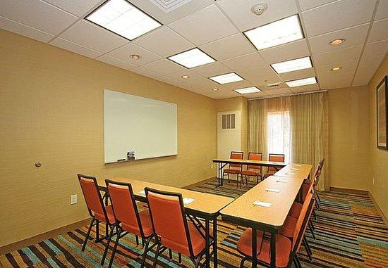 Fairfield Inn & Suites Greensboro Wendover: Meeting Room – U-Shape Setup