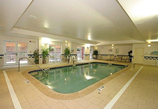 Fairfield Inn & Suites Greensboro Wendover: Indoor Pool