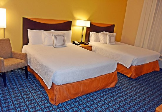 Carlisle, PA: Queen/Queen Guest Room