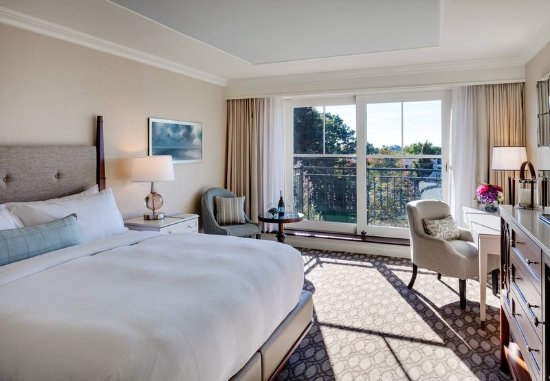 New Castle, NH: Deluxe King Harbor View Guest Room