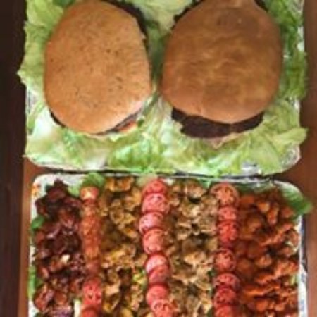 Monroe, LA: Big Boy Bayou Burger and Wing Party Platter