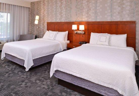 Monroeville, PA: Queen/Queen Guest Room