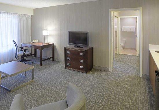 Kokomo, IN: King Suite Living Room