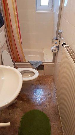 Zeer gedateerde badkamer - Bild von Hotel Jägerhof, Kamp-Bornhofen ...