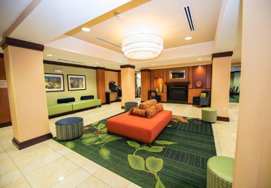 Bremerton, WA: Lobby Sitting Area