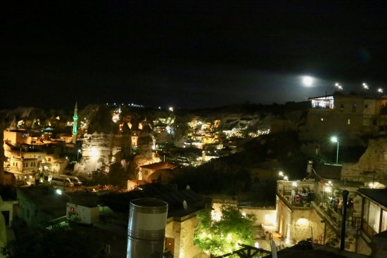 Taskonak Hotel: The view at night