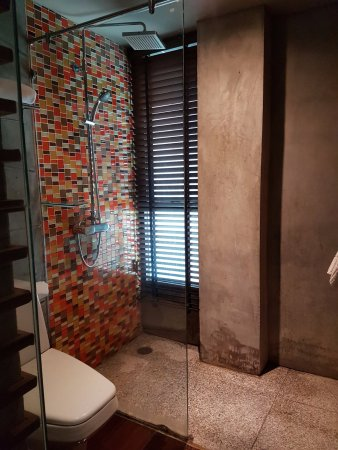 The Fusion Suites Bangkok: Squeaky clean of the bathroom