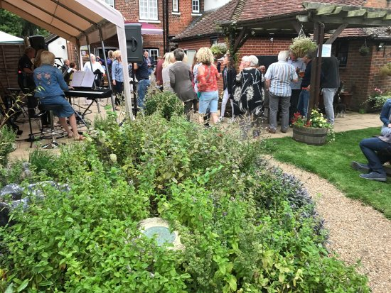 Brasted, UK : Music in the Garden from Mockingbird - August 2017