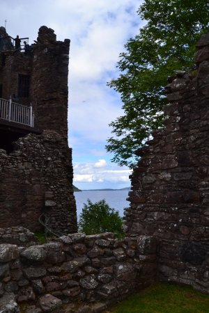 Urquhart Castle: torre e lago