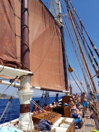The Andrea Jensen Boat Trip: Här är vi ombord och har precis hissat segel.
