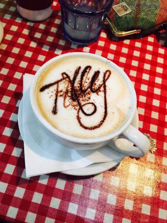 Tillicoultry, UK: Cappuccino with a smile