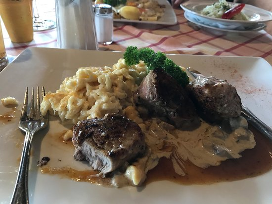 Halblech, Allemagne : filetto maiale con spatz e funghi