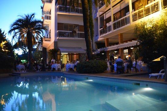 Grand Hotel Tamerici & Principe: Piscina e ristorante all'aperto
