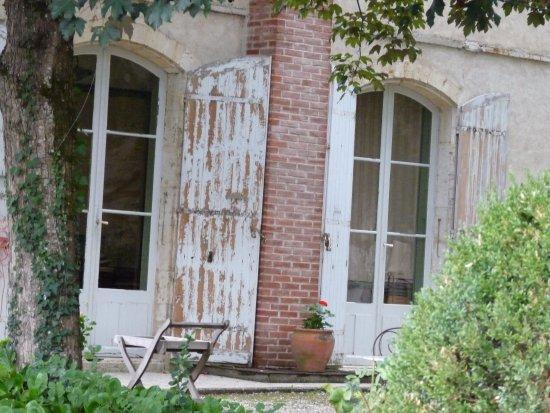 Pont-du-Casse, France: entretien général lamentable de cette habitation