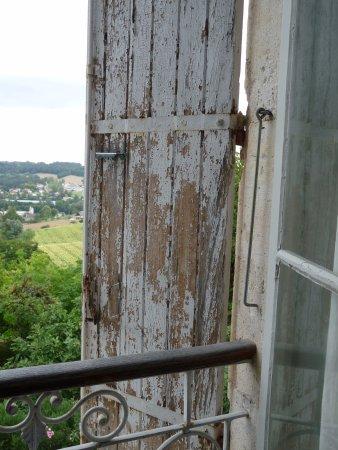 Pont-du-Casse, France: une idée de l entretien des volet et autres de cette habitation