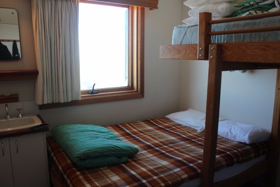 Mount Hotham, Avustralya: Double room with a double bed and a bunk bed.