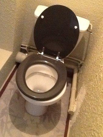 Ch. minuscule, pas de salle de bain : cabinet de toilette de moins d ...