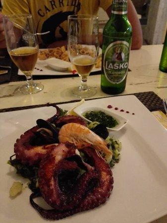 Domzale, Slovenien: piovra con verdura cotta e patate