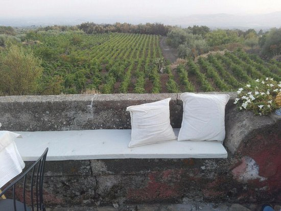 Biancavilla, Włochy: A comfy couch and a great view