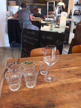 Saint-Amour-Bellevue, Γαλλία: a table