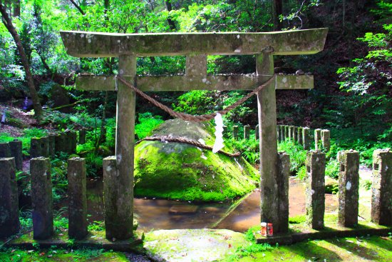 Miyakonojo, Japan: 神石を正面から見る