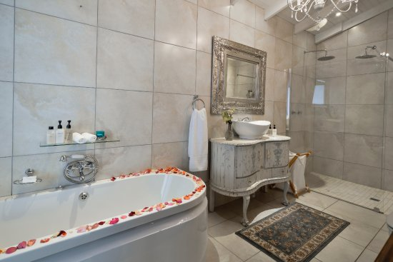 White River, แอฟริกาใต้: Baby Grand Deluxe Suite Bathroom
