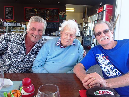 Coolum Beach, Australia: Two brothers and my Dad @ Freddy Fuddpukka's 30 July 2017