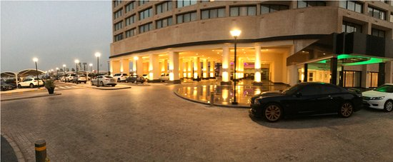 InterContinental Abu Dhabi : entrance to the hotel