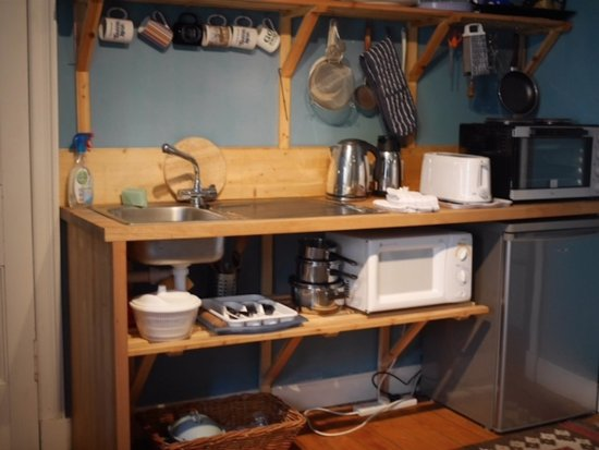 Alyth, UK: Yurts facilities - small kitchen with fridge, Kettle, toaster, small oven and microwave.