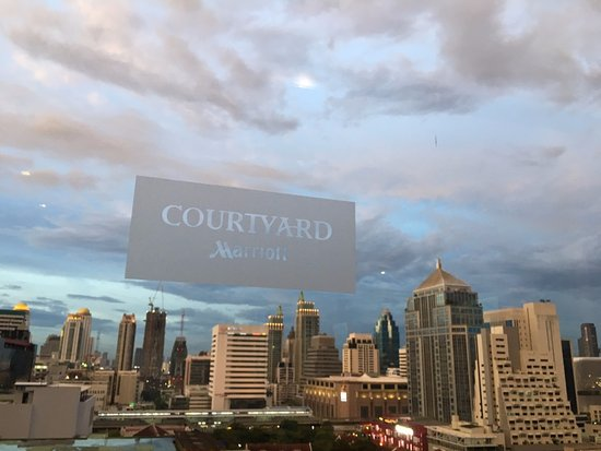 Courtyard by Marriott Bangkok: View from the top of the Courtyard Marriott in Bangkok