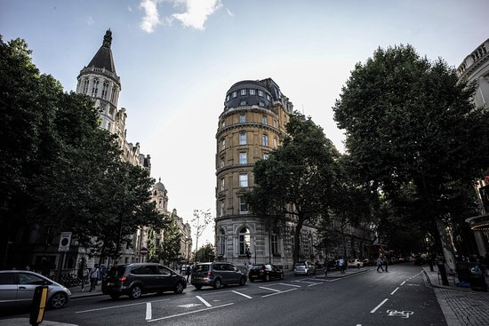 Corinthia Hotel London: outside