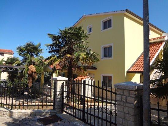 Mugeba, Croatia: Entrata principale della casa