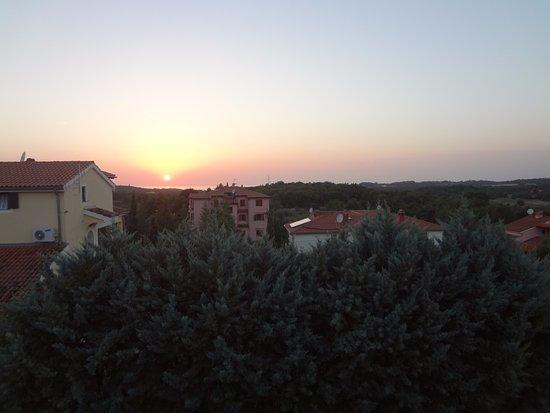 Mugeba, Croatia: Tramonto sul mare dal nostro balcone