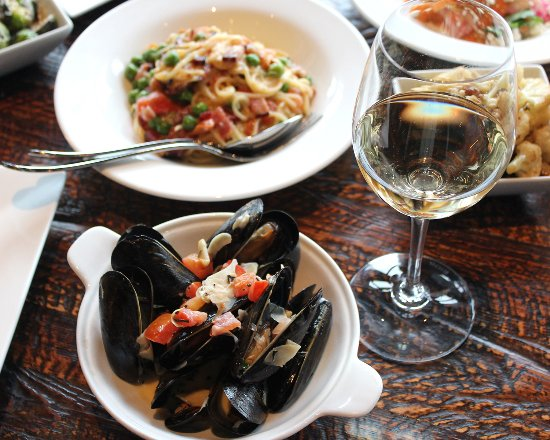 Garden City, NY: Mussels & wine go hand in hand for date night