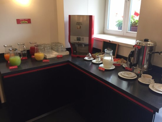 Red And Blue Design Hotel: Breakfast buffet