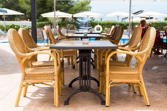 Comedor exterior terraza.: fotografía de Restaurante Cala ...