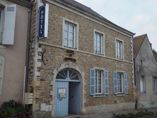 Precigne, France: L'entrée de l'hôtel