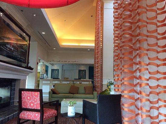 Hilton Garden Inn Wilkes Barre: Ample lobby -- great work spaces