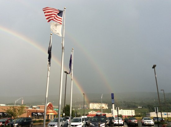 Hilton Garden Inn Wilkes Barre: Double rainbow outside