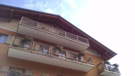 Candriai, Italy: Una delle facciate dell'hotel