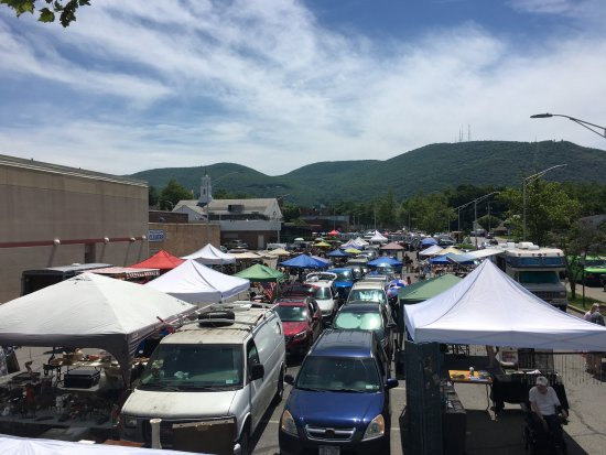 Rooftop (van) view of Beacon Flea!