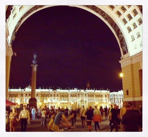 Palace Square (Dvortsovaya Ploshchad): uno sguardo alla piazza