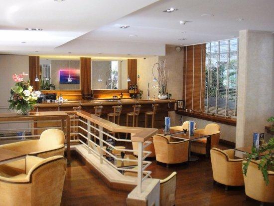Mercure Cannes Croisette Beach: The Bar area