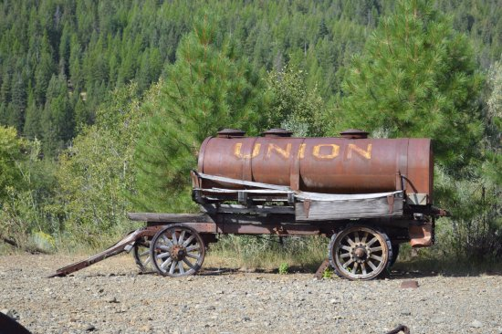 Sumpter Valley Dredge: Old machinery in the park by the Dredge