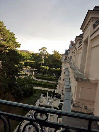 Waldorf Astoria Trianon Palace Versailles : Terrace & Palace View