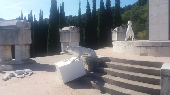 Il Vittoriale degli Italiani: Statue