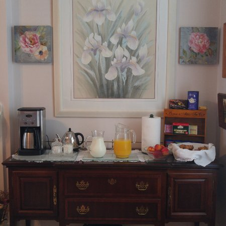 Pictou, Canadá: Coffee, Tea, Juice, fresh fruit, and pastries