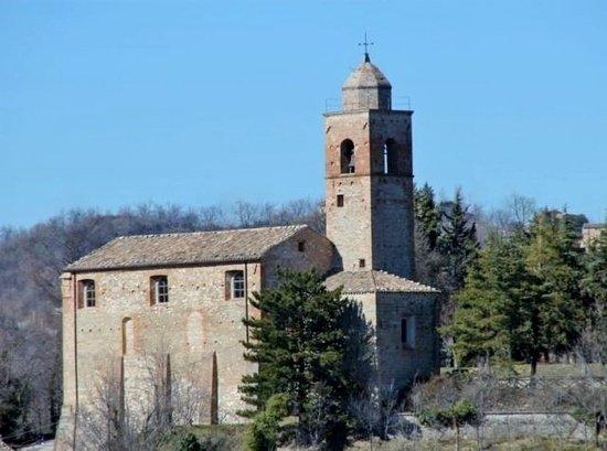 Montefortino, อิตาลี: Vista complessiva della chiesa