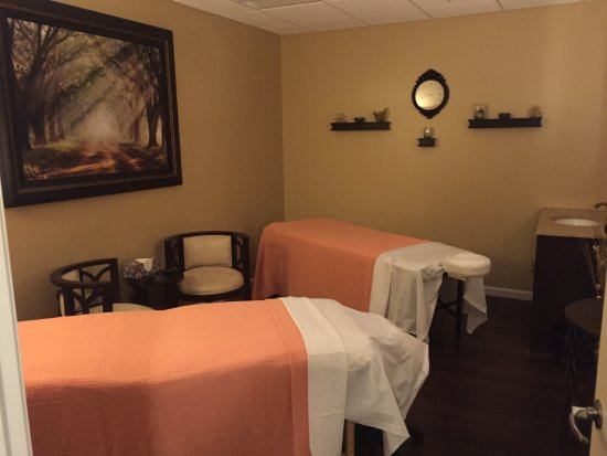 Thomaston, CT: we offer customized facials, massages, and couples massages.