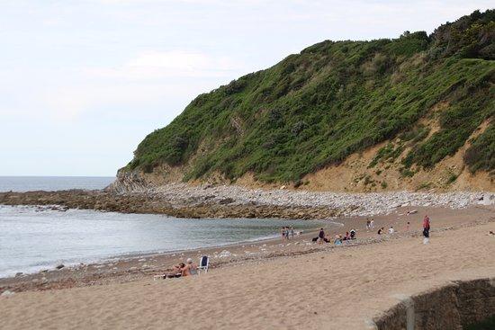 Camping Ferme Erromardie : Strand net buiten de camping
